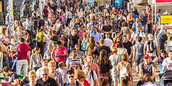 160718---Crowd-600x300