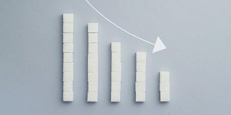 negative-graph-chart-made-of-sugar-cubes-000062788784_full-600x300