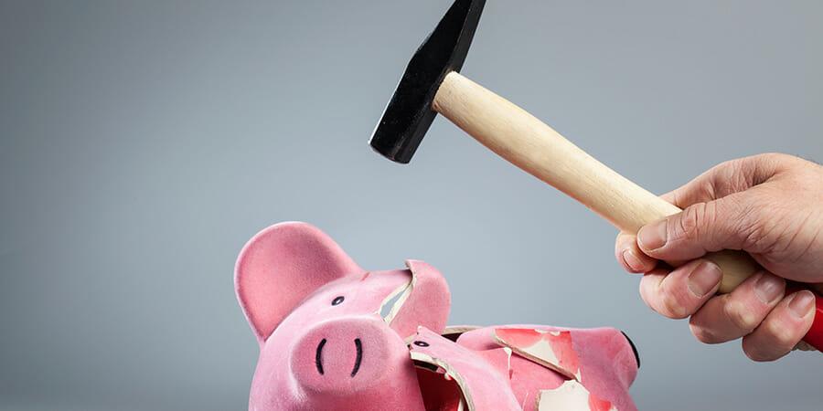 161028-piggy-bank-smashed_900x450